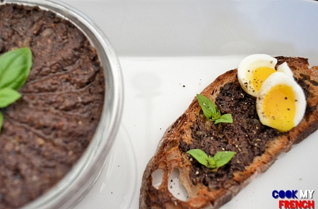 Tapenade and eggs toast Cook My French
